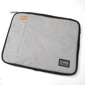PKG    Gray Laptop Case